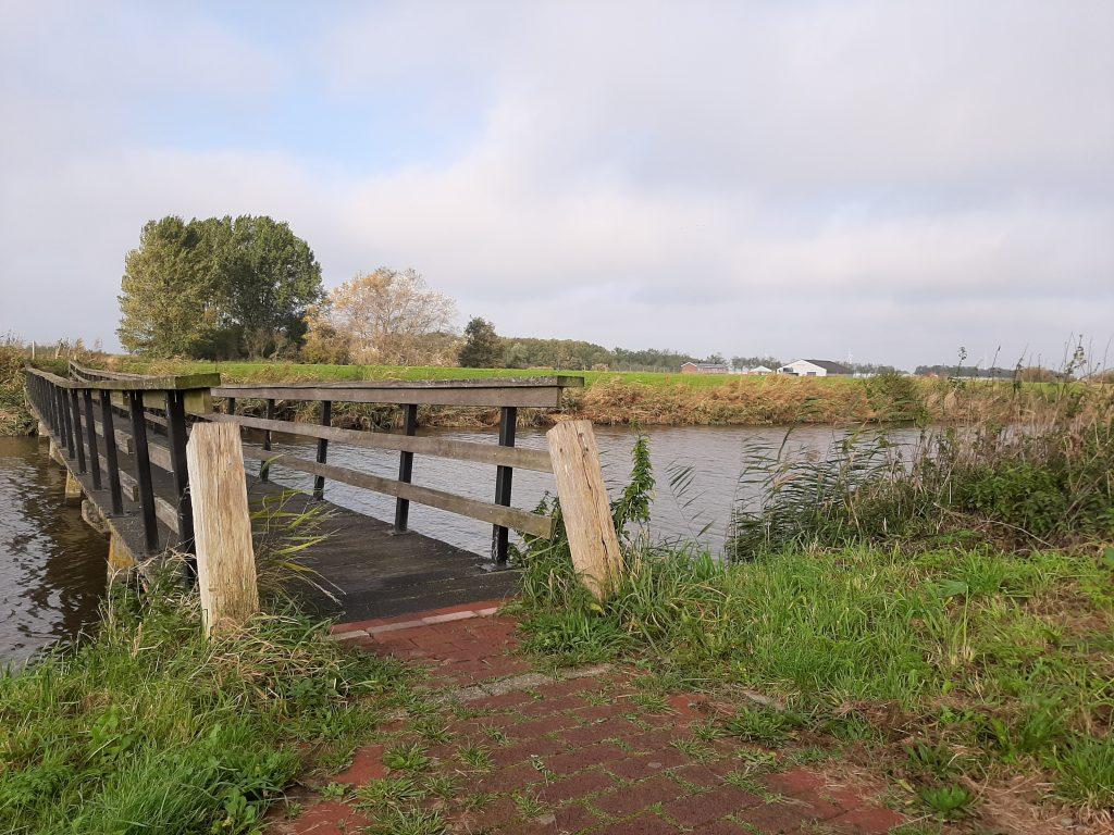 Wandelpad de Weelen, brug over de sloot